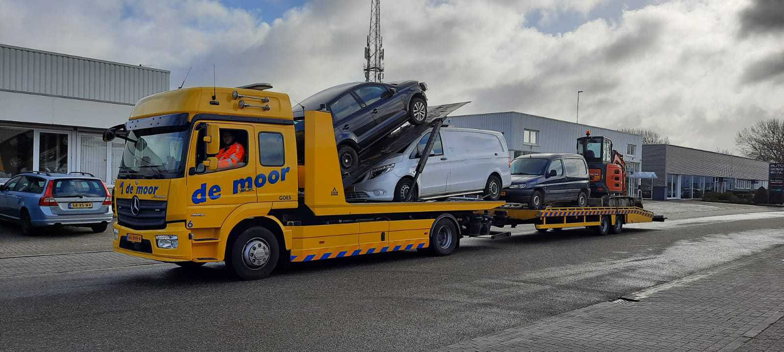 Autotransport en tansport zwaar materieel demoorautoberging.nl